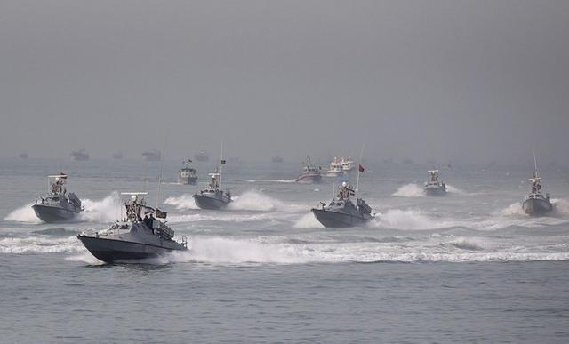 Chuẩn bị ứng phó tàu sân bay Mỹ, Hải quân Iran trang bị thêm 340 xuồng cao tốc mang tên lửa ảnh 1