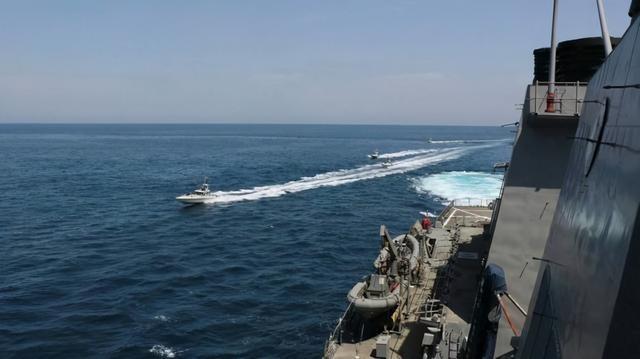 Chuẩn bị ứng phó tàu sân bay Mỹ, Hải quân Iran trang bị thêm 340 xuồng cao tốc mang tên lửa ảnh 2