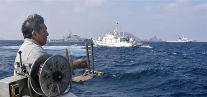 Rò rỉ hình ảnh tàu Hải cảnh Trung Quốc và tàu tuần duyên Nhật Bản quần nhau ở vùng biển Senkaku ảnh 5
