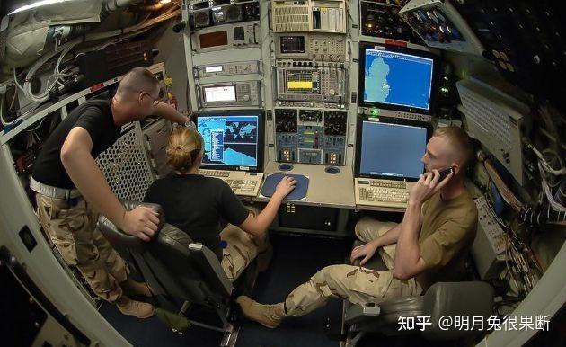 Mỹ cho máy bay trinh sát chiến lược hiện đại nhất RC-135U vào gần bờ biển Trung Quốc ảnh 3