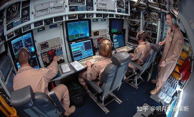 Mỹ cho máy bay trinh sát chiến lược hiện đại nhất RC-135U vào gần bờ biển Trung Quốc ảnh 4