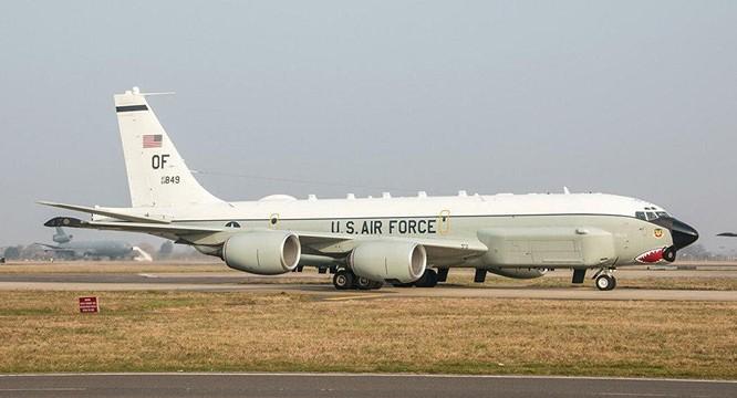 Mỹ cho máy bay trinh sát chiến lược hiện đại nhất RC-135U vào gần bờ biển Trung Quốc ảnh 2
