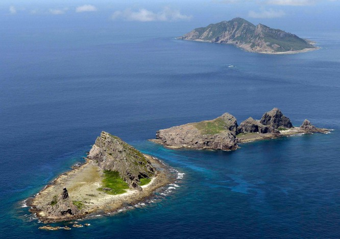 Nhật Bản tuyên bố sẽ nổ súng nếu Hải cảnh Trung Quốc đổ bộ lên Senkaku, Bắc Kinh lên tiếng đáp trả ảnh 1