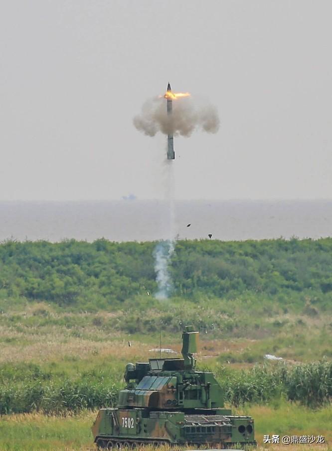 """Trung Quốc trình làng hệ thống tên lửa đánh chặn mới mang tên """"Thợ săn tầm thấp"""" ảnh 3"""