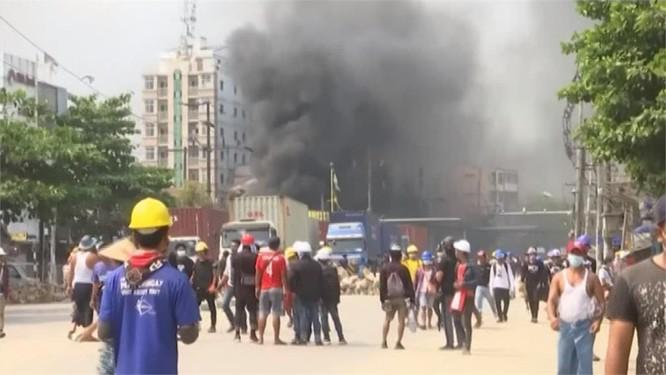 Điều gì khiến những người biểu tình Myanmar đốt phá các công ty Trung Quốc? ảnh 3