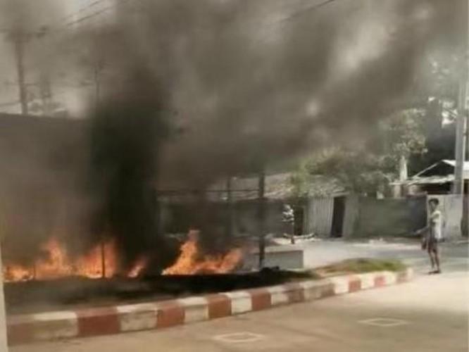 Nóng: hơn 20 nhà máy, công ty Trung Quốc ở Myanmar bị tấn công, đốt phá ảnh 1