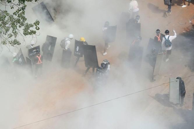 Điều gì khiến những người biểu tình Myanmar đốt phá các công ty Trung Quốc? ảnh 4