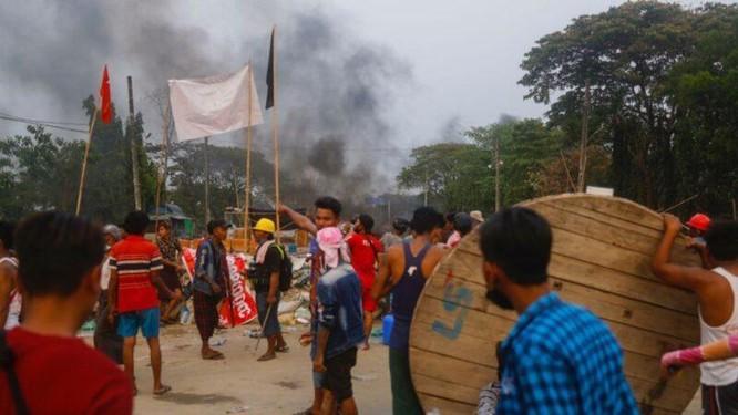 Nóng: hơn 20 nhà máy, công ty Trung Quốc ở Myanmar bị tấn công, đốt phá ảnh 3