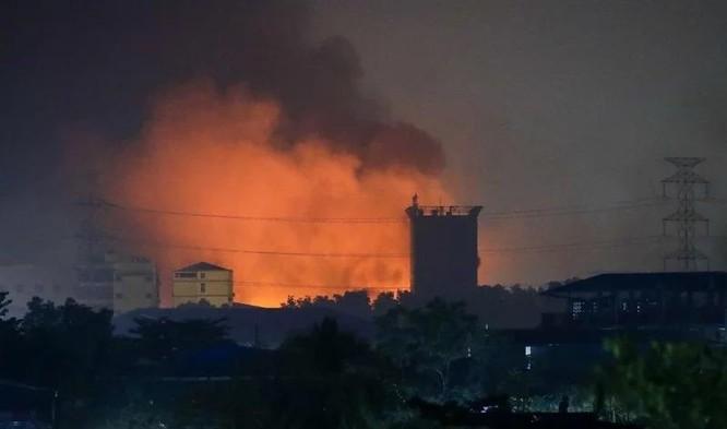 Điều gì khiến những người biểu tình Myanmar đốt phá các công ty Trung Quốc? ảnh 2
