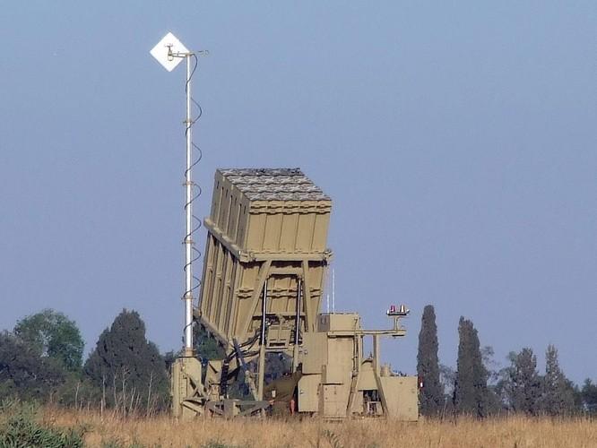 Xem hệ thống phòng không tối tân Iron Dome của Israel cùng lúc tiêu diệt nhiều mục tiêu ảnh 1