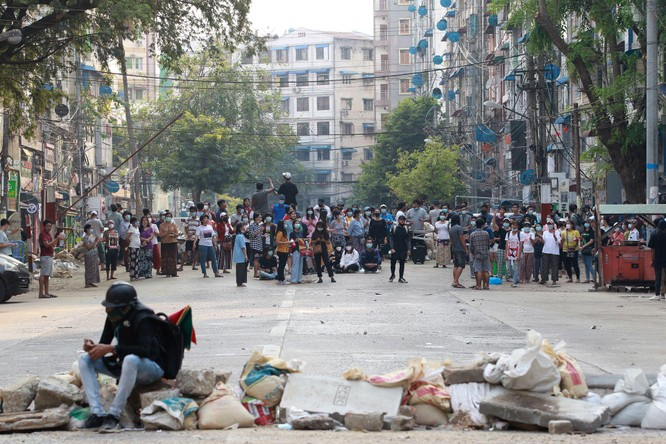 Nóng: Doanh trại quân đội Myanmar bị tấn công, 26 người tử thương ảnh 2