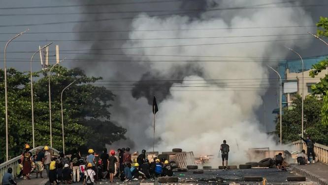 Nóng: Doanh trại quân đội Myanmar bị tấn công, 26 người tử thương ảnh 3