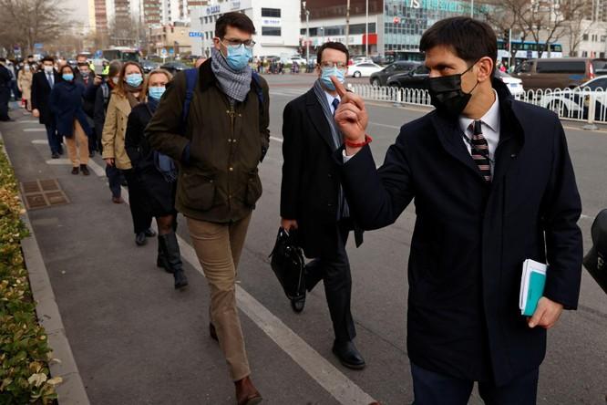 Chưa từng có: các nhà ngoại giao gần 30 nước đến tòa án Bắc Kinh phản đối xét xử công dân Canada ảnh 2