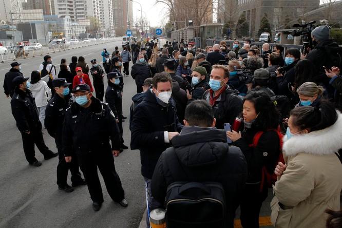Chưa từng có: các nhà ngoại giao gần 30 nước đến tòa án Bắc Kinh phản đối xét xử công dân Canada ảnh 1