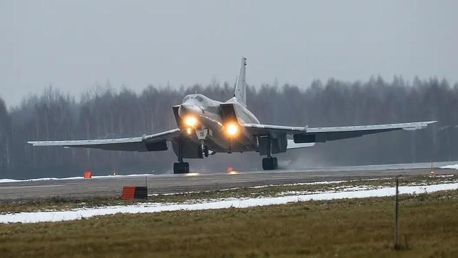 Tai nạn hy hữu, 3 phi công chiến đấu Nga thiệt mạng vì bị phóng ra khi máy bay còn trên mặt đất ảnh 1