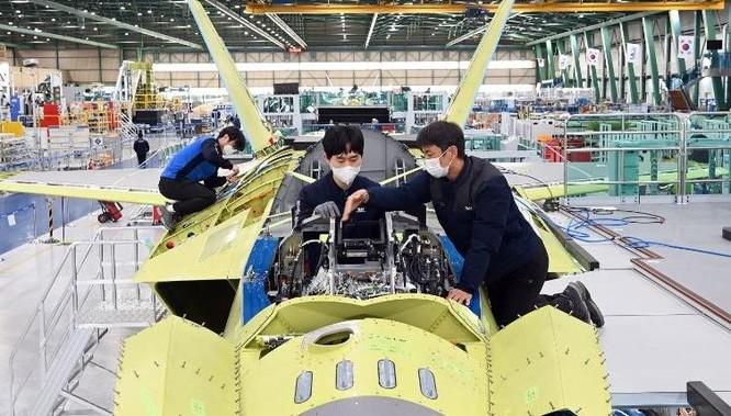Hàn Quốc trình làng máy bay chiến đấu siêu thanh tự chế KF-21 ảnh 3