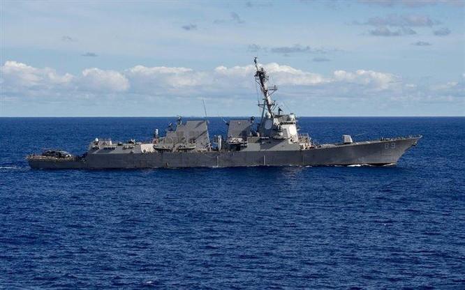 Cư dân mạng Trung Quốc nổi sóng trước hình ảnh tàu khu trục Mỹ bám sát tàu sân bay Liêu Ninh ảnh 3