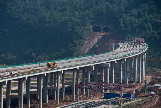 Vay tiền Trung Quốc làm đường, Montenegro có nguy cơ phải gán đất thế chấp để trả nợ ảnh 2