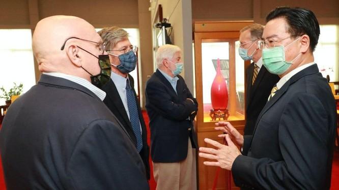 Đoàn đại biểu của ông Biden tới Đài Loan, Bắc Kinh giận dữ phản kháng ảnh 3