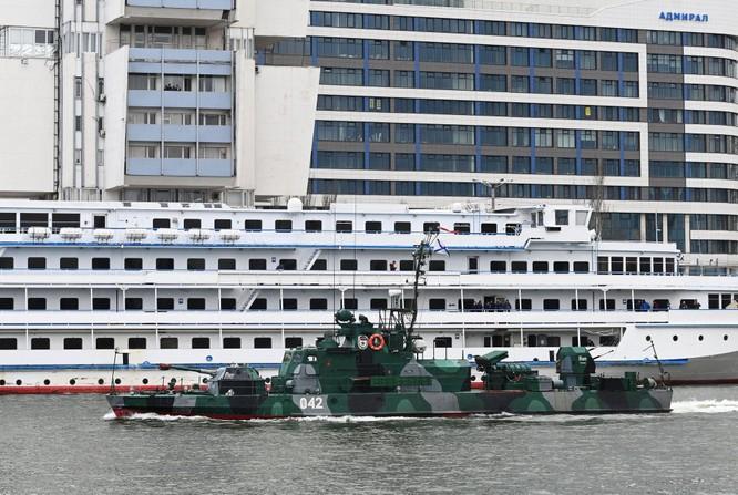 Nga đột ngột đóng cửa eo biển Kerch, tàu hải quân Ukraine không thể về cảng ảnh 4