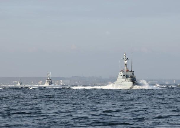 Nga đột ngột đóng cửa eo biển Kerch, tàu hải quân Ukraine không thể về cảng ảnh 2