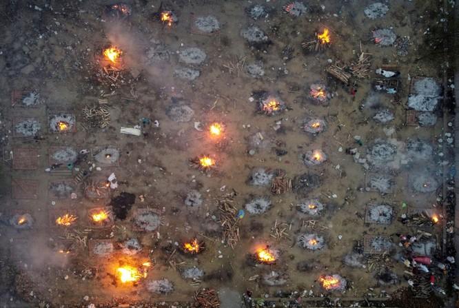 Dịch COVID-19 ở Ấn Độ cực kỳ nghiêm trọng, thiếu thốn đủ thứ, lò hỏa táng quá tải... ảnh 1