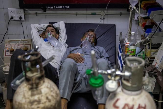 Dịch COVID-19 ở Ấn Độ cực kỳ nghiêm trọng, thiếu thốn đủ thứ, lò hỏa táng quá tải... ảnh 5