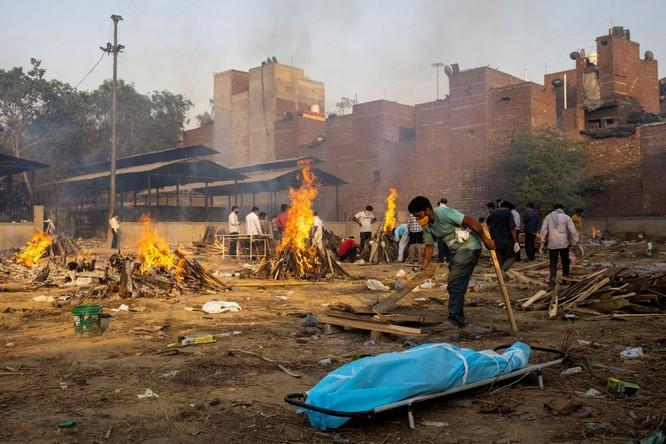 """Ấn Độ: dịch bệnh vượt quá tầm kiểm soát, xuất hiện """"cuộc chiến tranh giành oxy y tế"""" ảnh 3"""