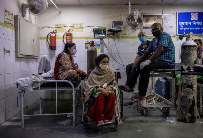 """Ấn Độ: dịch bệnh vượt quá tầm kiểm soát, xuất hiện """"cuộc chiến tranh giành oxy y tế"""" ảnh 2"""
