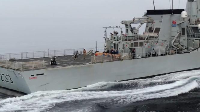 Xem video lính đặc nhiệm Anh bay lượn đột nhập tàu đối phương như trong phim viễn tưởng ảnh 5