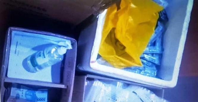 Cảnh sát Indonesia phát hiện vụ tái sử dụng tăm bông dùng lấy mẫu xét nghiệm SARS-CoV-2 ảnh 1