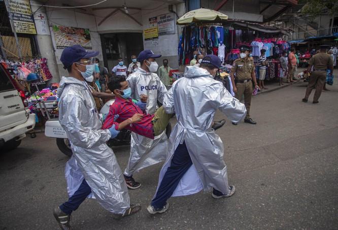Các nước láng giềng khốn đốn về dịch bệnh mất kiểm soát ở Ấn Độ ảnh 2