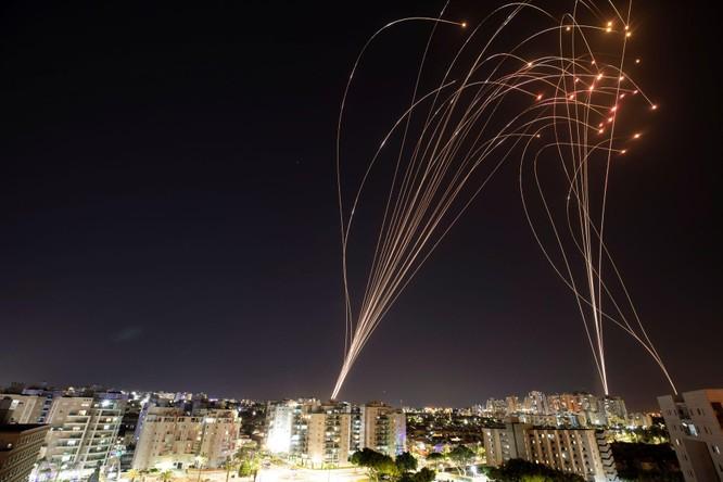 Xung đột Palestine – Israel: Hamas đổi chiến thuật phóng tên lửa; quân đội Israel tấn công mặt đất ảnh 1