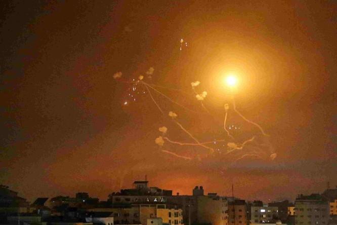 Hamas bắn hàng ngàn tên lửa sang Israel, xung đột dữ dội có thể biến thành chiến tranh tổng lực ảnh 6