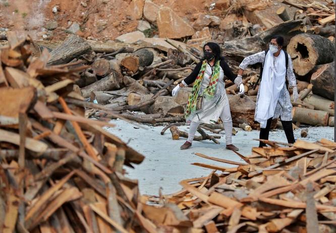 Thảm kịch ở Ấn Độ: người sống chờ giường bệnh, người chết đợi được thiêu ảnh 3