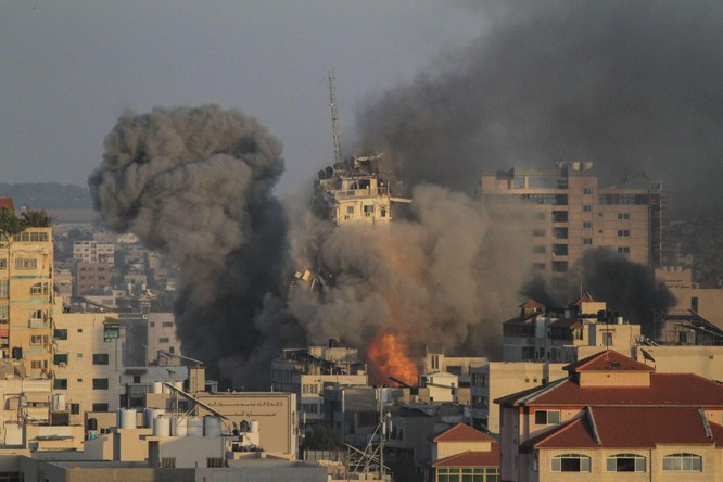 Xung đột Palestine – Israel: Hamas đổi chiến thuật phóng tên lửa; quân đội Israel tấn công mặt đất ảnh 7