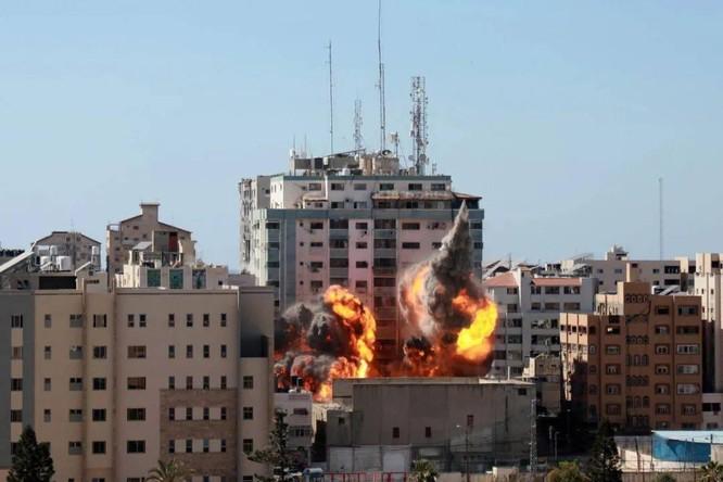 Xem video tình báo Israel gọi điện cảnh báo trước khi đánh sập tòa nhà của các hãng thông tấn ảnh 1