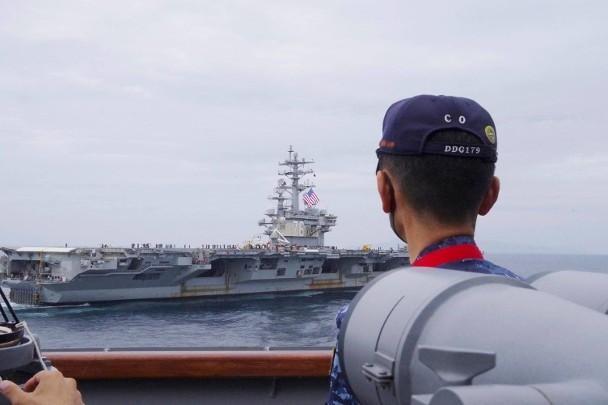 Tàu hải quân Mỹ, Nhật, Pháp, Australia, Trung Quốc và Nga cùng lúc có mặt ở vùng biển gần Nhật Bản ảnh 2