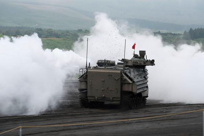 Nhật Bản tập trận và xây dựng thêm lực lượng đối phó Trung Quốc ở quần đảo tranh chấp ảnh 1