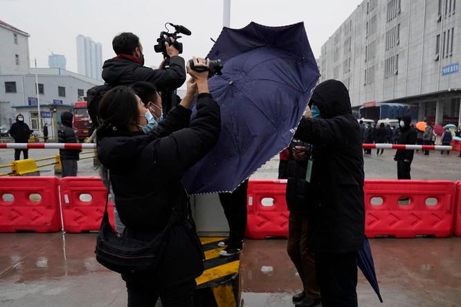 Báo Mỹ đăng báo cáo tình báo nghi ngờ SARS-CoV-2 rò rỉ từ phòng thí nghiệm Vũ Hán, Trung Quốc bác bỏ ảnh 4