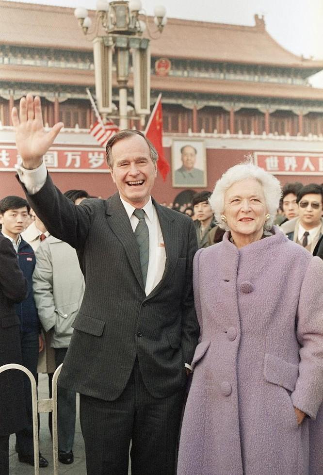 Rúng động vụ quỹ liên quan cựu tổng thống Mỹ George H.W. Bush nhận tiền của Trung Quốc ảnh 5