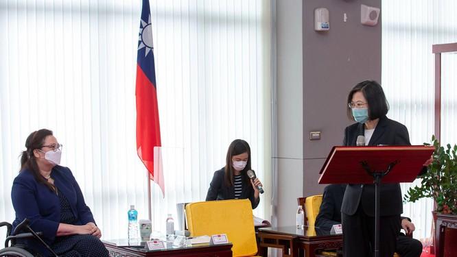 Đâu mới là ý nghĩa quan trọng thực sự của chuyến thăm ba giờ Đài Loan của ba thượng nghị sỹ Mỹ? ảnh 2