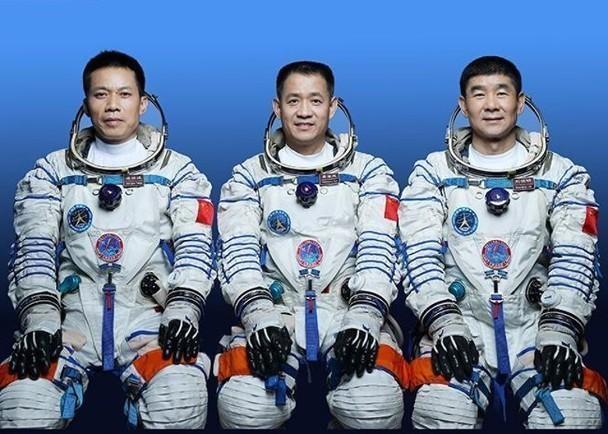 Trung Quốc phóng thành công tàu vũ trụ đưa 3 phi hành gia lên không gian sống 3 tháng ảnh 1