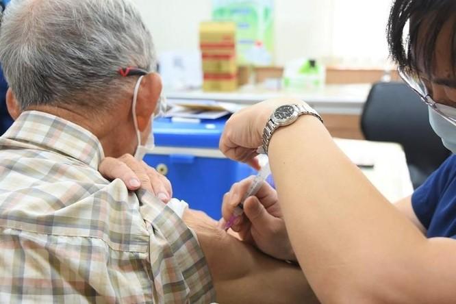 Đài Loan: Sau hai ngày tiêm vaccine, 11 người già có bệnh nền tử vong, vì sao? ảnh 1