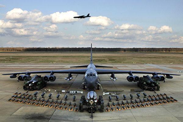 Vì sao Không quân Mỹ chi hàng chục tỉ USD nâng cấp phi đội 76 chiếc máy bay B-52 già nua? ảnh 2