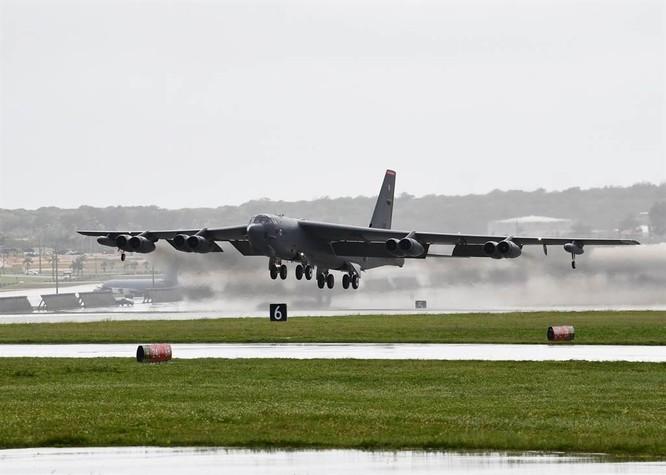 Vì sao Không quân Mỹ chi hàng chục tỉ USD nâng cấp phi đội 76 chiếc máy bay B-52 già nua? ảnh 1