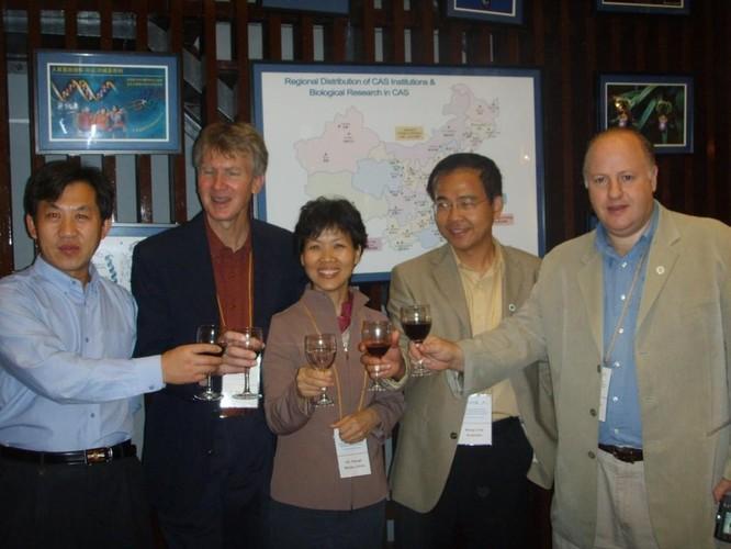 Quan hệ với Viện Virus Vũ Hán, lẩn tránh điều tra về SARS-CoV-2, Peter Daszak bị The Lancet xóa tên ảnh 2