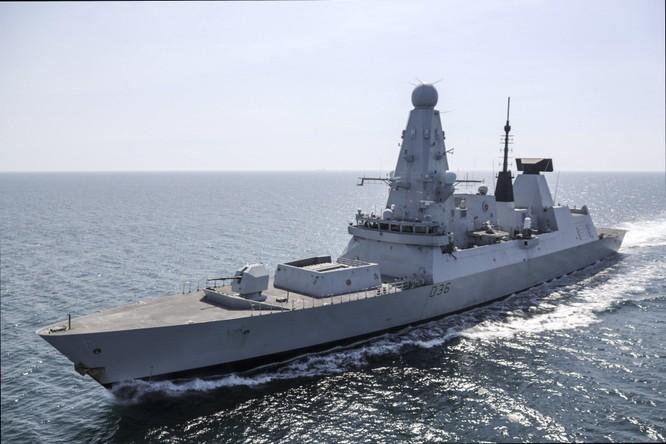 Vụ Su-24 Nga ném bom HMS Defender Anh ở Biển Đen: Nga bảo có, Anh nói không! ảnh 1