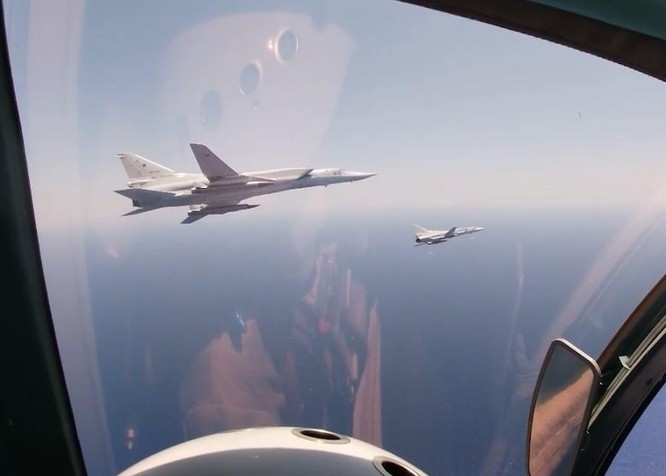 Nga đưa máy bay mang tên lửa siêu thanh tới Syria, rầm rộ tập trận trên Địa Trung Hải ảnh 2