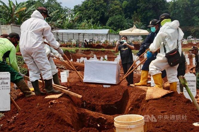 Khủng hoảng y tế nghiêm trọng ở Indonesia, 63 bệnh nhân tại một bệnh viện chết vì thiếu oxy ảnh 3